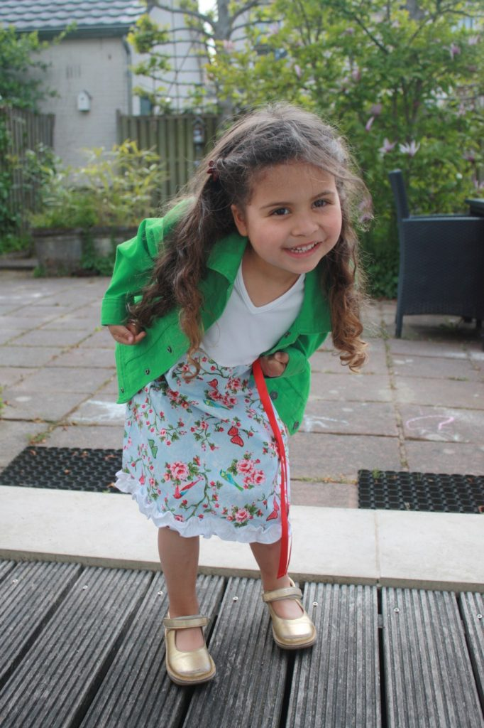 iets met een klein meisje en jurkjes review ninie